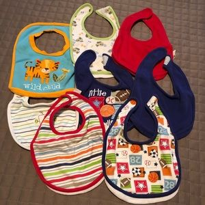 Other - 🌸 Lot. 8 bibs assorted